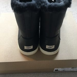 c02288bb7cc [NWT] Ugg Croft Luxe Quilt Leather Sheepskin Boot NWT
